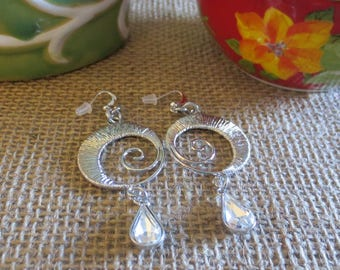 Circle earrings with clear glass teardrops charms