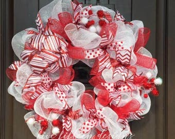 Red & White Holiday Wreath