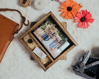 """Brown Square Wooden Box for prints 4x6"""" + USB 