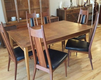Mid Century Danish Modern Walnut Dining Room Set/ 6 Chairs, 2 Leaves.