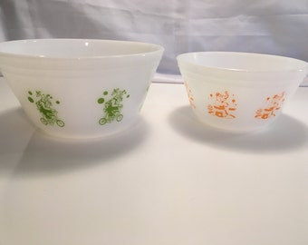 Pair of Federal Glass Circus  mixing bowls