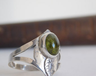 950 silver and peridot ring