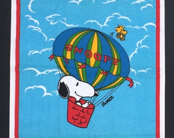 1980s Vintage Snoopy Towel Woodstock Hot Air Ballon Schulz United Features Syndicate Inc.