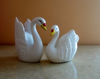 Swan Salt and Pepper shakers Made in Japan Vintage Salt and Pepper Shakers 1960s