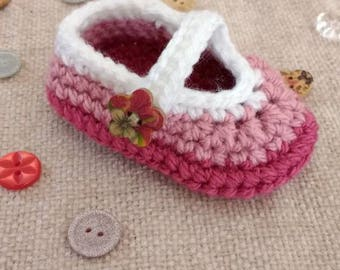 Crocheted baby shoes booties sizes 0-6 months crochet Mary Janes Skimmers barefoot sandals baby christening booties crochet Mary janes