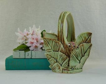 """Vintage 1940's  McCoy """"Leaves and Berries"""" Basket, Holiday Decor"""