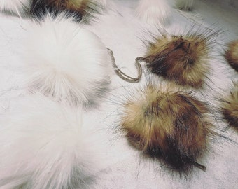 (Very big) in synthetic fur PomPoms