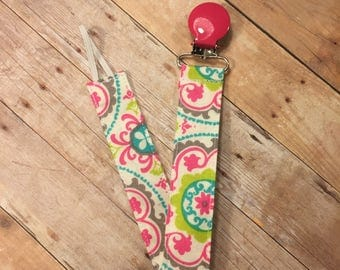 Baby pacifier clip with pink