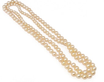 Long necklace in white pearls Akoya dating circa 1960