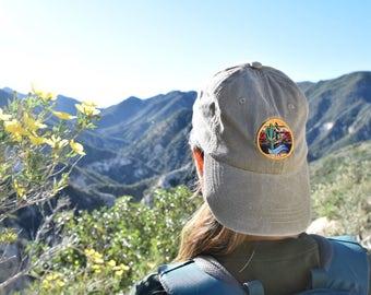 Hiking Montañas: Faded Khaki Dad Hat