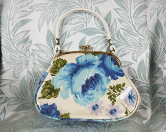Contessa Vintage 1960s White/Blue Floral Print Pocketbook & Gold Tone Kiss Lock Top Handle Purse