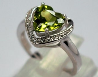 Silver ring set with Peridot and white topaz in tilings