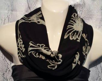 Black/beige cowl scarf