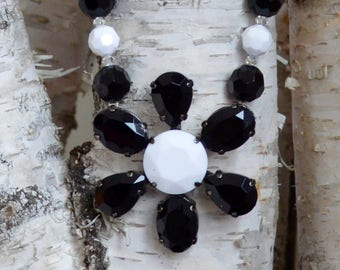 Black and White Retro Flower Pendant Necklace and Earrings