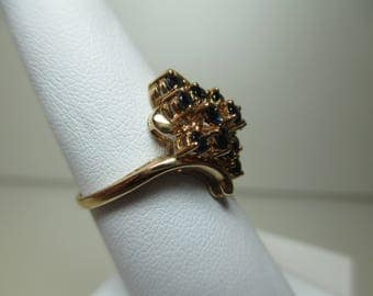 10K Yellow Gold Vintage Ladies Sapphire Cluster Ring - Size 8  hm-T&C  -  Estate Jewelry 1980's   #4647
