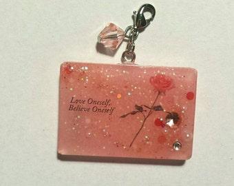 Chic rose love resin charm/keyholder