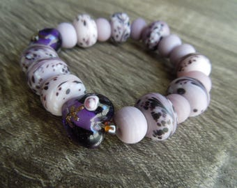 Lavender Glass Lampwork Swirl beaded bracelet.