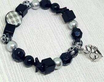 Charm bracelet, anchor bracelet, beaded bracelet, black bracelet, boho bracelet, stackable bracelet, bohemian jewelry, nautical jewelry