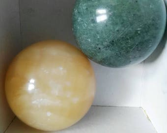 Spheres 2 green jade and yellow calcite, natural stones, for collecting, for 5.5 cm-sized enthusiasts. Rainbow Jewelry.Gemme. Hard stones.