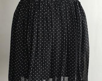 Knee length polkadot skirt size M