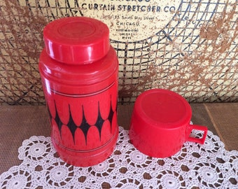 Vintage Aladdin Insulated Coffee Thermos. Vintage Kitchy, Red and Black.