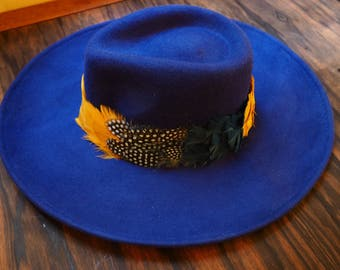 Hat large edges blue electric
