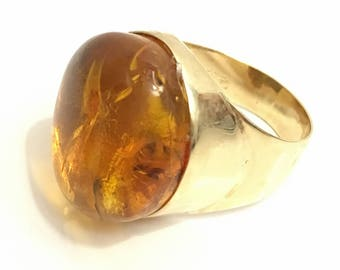 Vintage 14ct gold ring with mosquito's inclusions in Amberstone