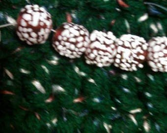 Vintage Japanese snow beads.  (2) beads each in each lot