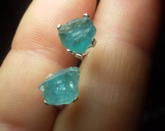 Button in apatite earrings