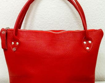 Leather tote in red