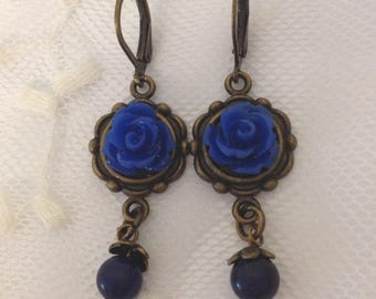 Clip earrings roses blue resin.