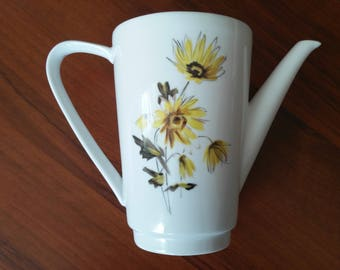 Exceptional delicate Oscar Schaller & Co. Vintage Teapot decorated with sunflowers produced between 1921 and 1935