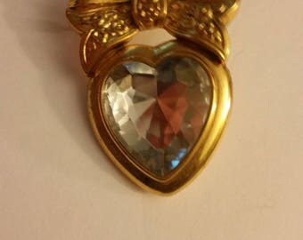 Worth Paris faceted vintage glass heart brooch pin with gold bow