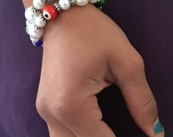 Pearl bracelet with colorful beads