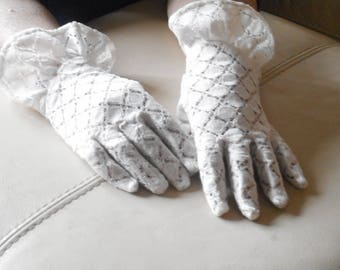 Cream Short Lace Gloves