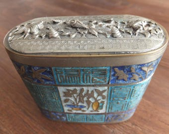 Beautiful Chinese Antique little box with enamel