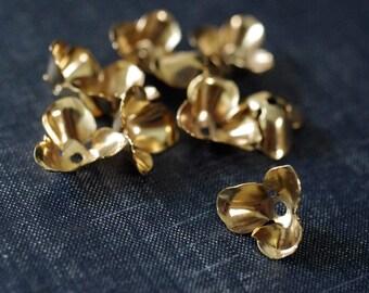 Vintage 17mm Cupped Three Petal Flowers - Raw Brass - Rare - 11pcs - Gold Flower Bead Cap - Brass Flower Stamping - Large Brass Flower