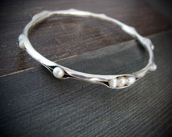 scattered pearl bangle