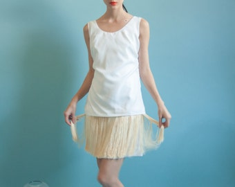 white fringe mini dress / little white party dress / flapper style dress / s / 1906d / B3