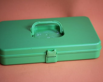VINTAGE plastic lime green SEWING BOX with inside spool holders