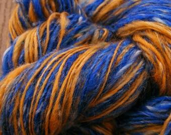 BLUE GOLD Handspun Wool Yarn Romney Nylon Glitz 280yds 3.25oz 8wpi aspenmoonarts artyarn knitting art yarn