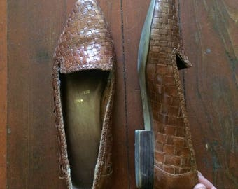 Women's vintage 1980's Brown leather huarache style loafers/slip on shoes. Size 8