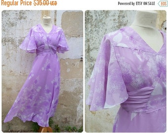 ON SALE 20% Vintage 1970/70s lillac floral Mod dress chiffon  wraped  & belted size S
