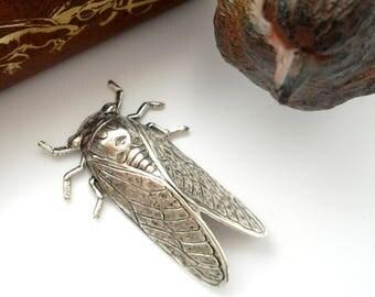ANTIQUE SILVER * Bug Beetle Insect ~ Cicada Stamping ~ Jewelry Findings (FA-6045)