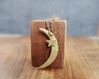 Crescent moon necklace // lovely hand hammered texture // sweet and sentimental // adjustable length // N164
