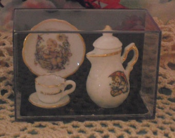 Hummel Miniature Tea Set
