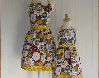 Mother and Daughter Full  Apron Set, Mom and Child Apron Set , Sisters Apron Set, Modern Floral, Gold Quatrefoil Child Size 5-7