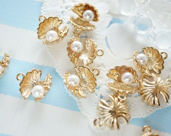 5 pcs Double Shell with Pearl Charm (12mm13mm) AZ201