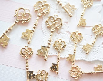5 pcs  Heart Key Open Bezel Charm (10-35mm)  AZ508