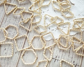 20 pcs  Designed Jump rings / resin inserts inclusions (10mm-20mm) 4 Shapes Gold AZ564